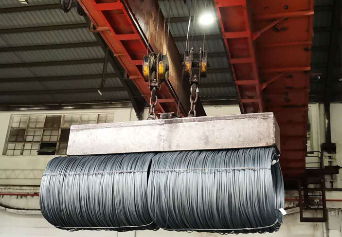 crane-lifting-electromagnet-for-rolled-wire.jpg